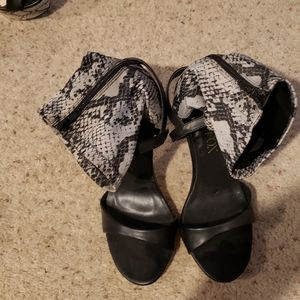 Paper Fox lizard print heels, 7. NWT.